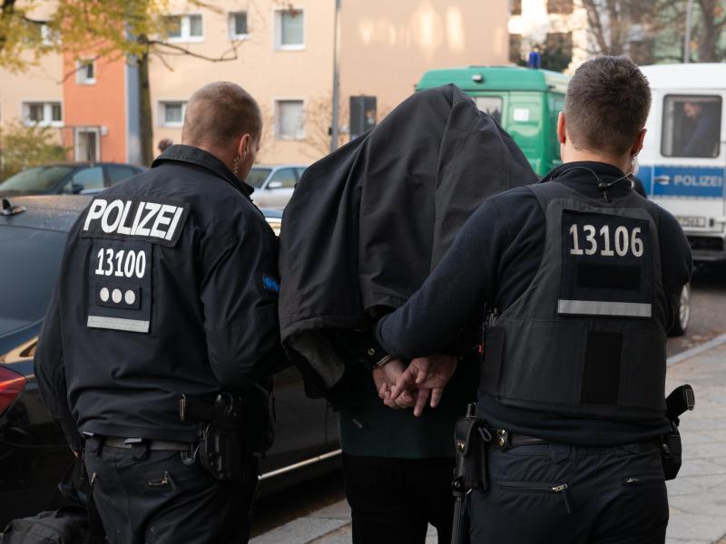 Vier Festnahmen in Berlin und Brandenburg nach Millionenbetrug