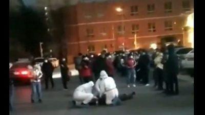 Verdacht auf COVID-19: Wieder zwei plötzliche Zusammenbrüche auf offener Straße in China