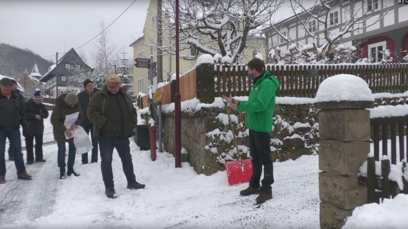Menschen versammelten sich vor Privatgrundstück von Sachsens Ministerpräsident + Video