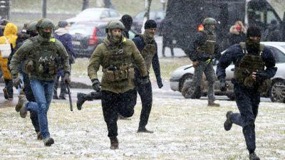 Mann zündet sich vor Regierungsgebäude in Minsk selbst an