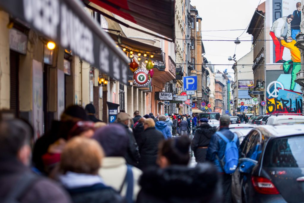 Ungarn verlängert Corona-Notstand um 90 Tage – Island stellt erste Impfzertifikate zum Reisen aus