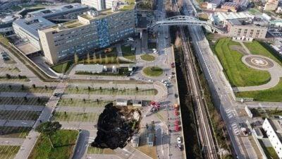 Neapel: Plötzlich taucht gigantisches Loch auf Krankenhausparkplatz auf