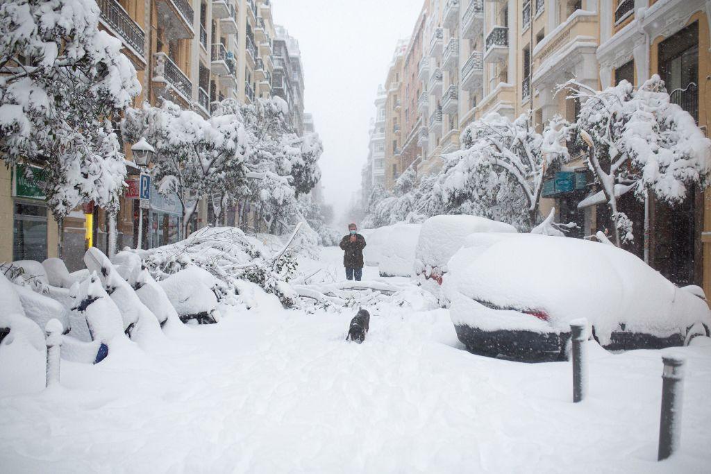 Spaniens Hauptstadt Madrid versinkt im Schnee