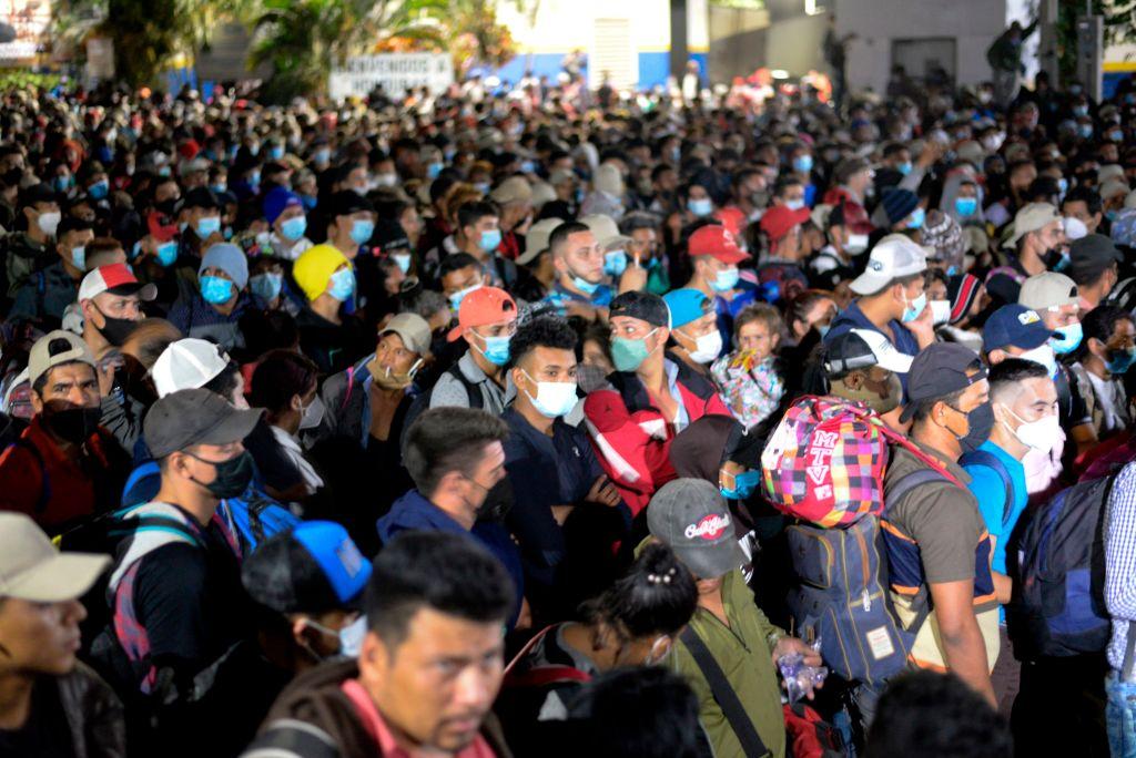Tausende Honduraner durchbrechen Polizeisperre an Grenze zu Guatemala