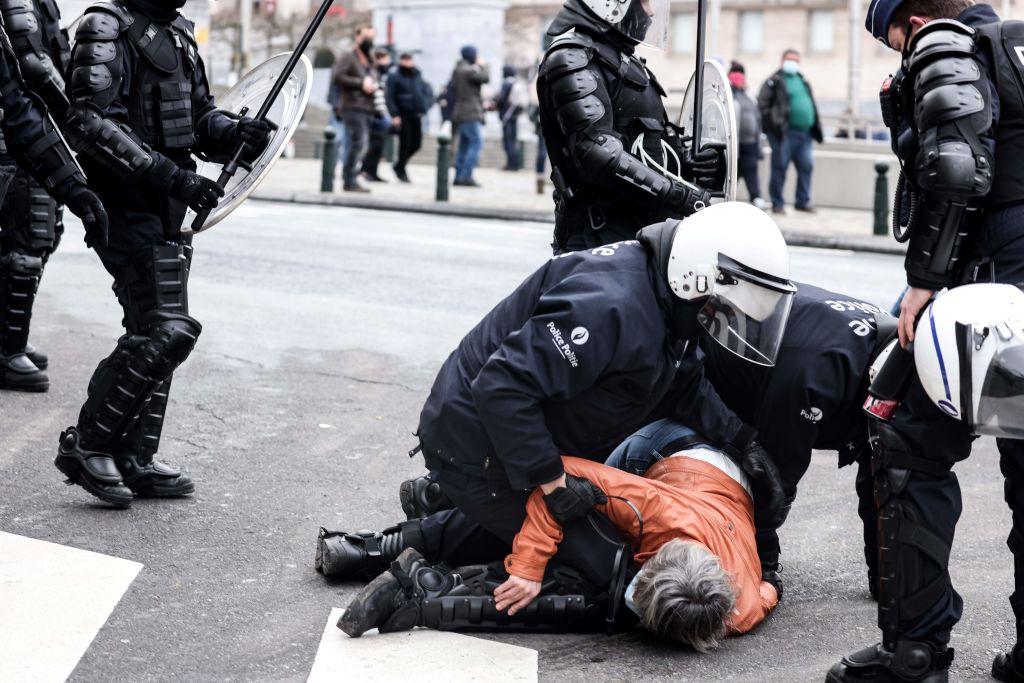 Mehr als 200 Festnahmen in Brüssel wegen Corona-Demo – Corona-Proteste in Wien, Berlin, Amsterdam, Mailand und Aarhus