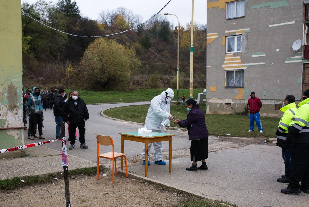 """Slowakei: Menschen dürfen nur mit negativem Corona-Test ihr Haus verlassen – Drosten: Im Sommer 2022 wieder """"normal feiern"""""""