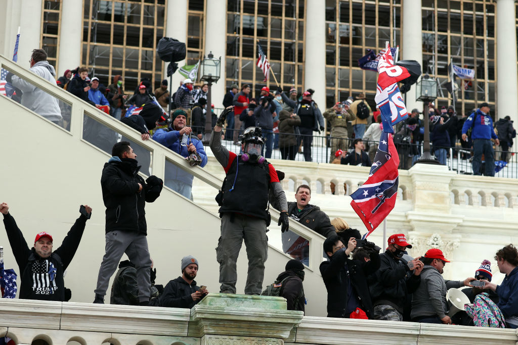 Demonstranten stürmen das Capitol – Sitzungen unterbrochen