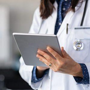 Trotz Impfung: Corona-Tote in Pflegeheimen – Ärztin spricht Phänomen an