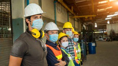 Abstands-Detektoren um den Hals – Konzern plant eigene Corona-Maßnahmen