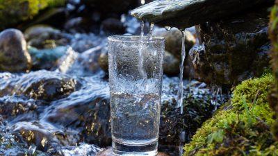 """17 Liter pro Tag: """"Intelligentes"""" Aerogel erzeugt Trinkwasser aus dünner Luft"""