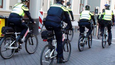 Niederlande starten Test mit Blaulicht – bei Fahrrad-Streifen