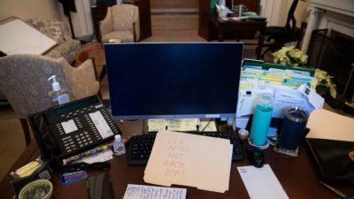 Frau, die Pelosis Laptop im Kapitol entwendet haben soll, ist verhaftet worden