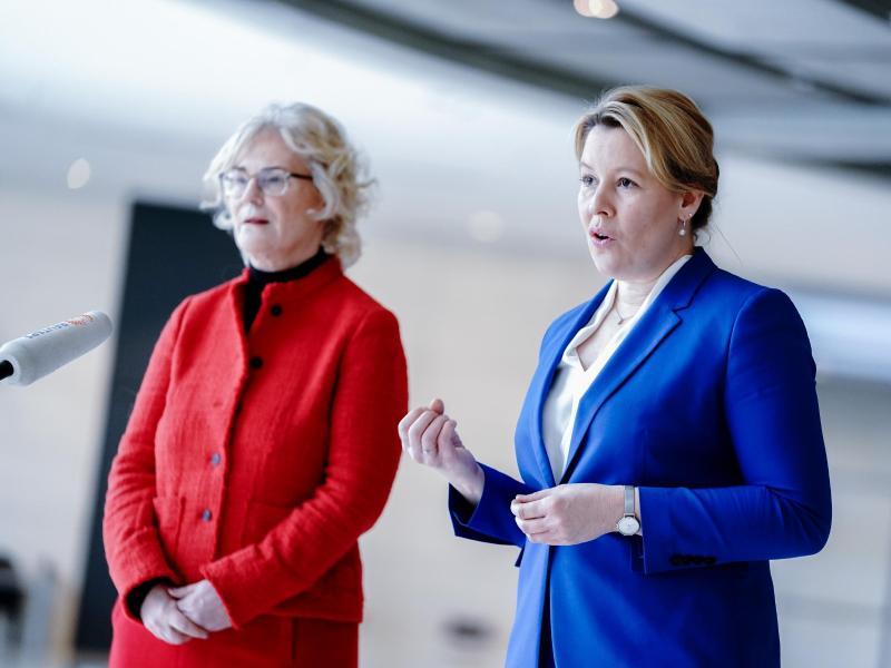 Bundeskabinett beschließt Frauenquote in Vorständen von DAX-Unternehmen