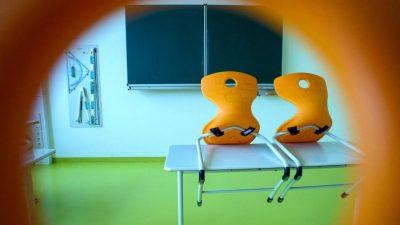 Lehrerverband kritisiert unterschiedliches Vorgehen der Bundesländer – Karliczek fordert zusätzliche Angebote für benachteiligte Schüler