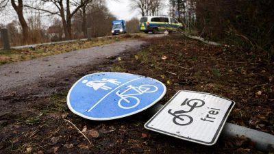 Neumünster: Mann ohne Führerschein überfährt drei Fußgänger – zwei Tote
