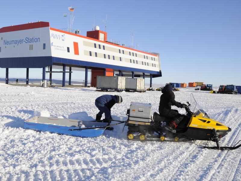 Forscher fliegen mit Langzeitflug Richtung Antarktis