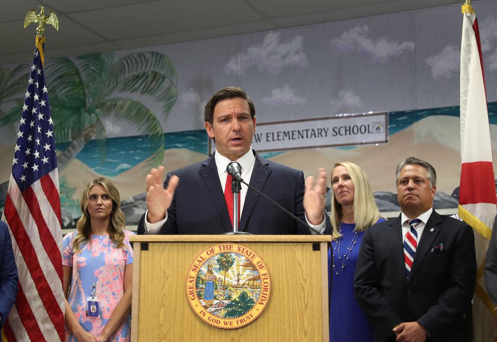 Redefreiheit: Gouverneur von Florida kündigt Bestrafung von Big Tech bei gesetzlosem Verhalten an