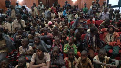 Alle entführte Schülerinnen in Nigeria nach fünf Tagen wieder frei