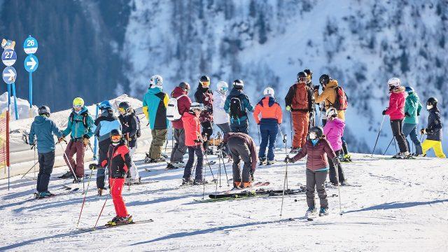 Österreich: Ski-Touristen kommen trotz Lockdowns – 1.400 Anzeigen