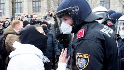 """""""Wallfahrt"""" in Wien: Trotz Demo-Verbot Zehntausende Menschen gegen Corona-Politik auf den Straßen"""