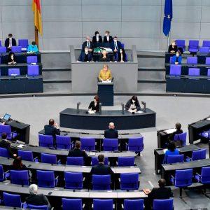 Bundestag verlängert epidemische Lage um drei weitere Monate – 450 Millionen Prämie für Pflegekräfte