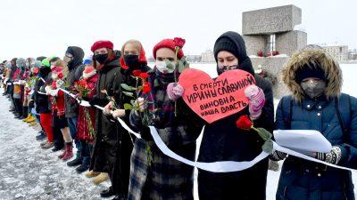 """Russland: Mit Menschenketten und Lichtern gegen Putin – """"Nur Liebe kann über das Böse siegen"""""""