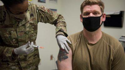 Ein Drittel der US-Truppen lehnt Impfung ab