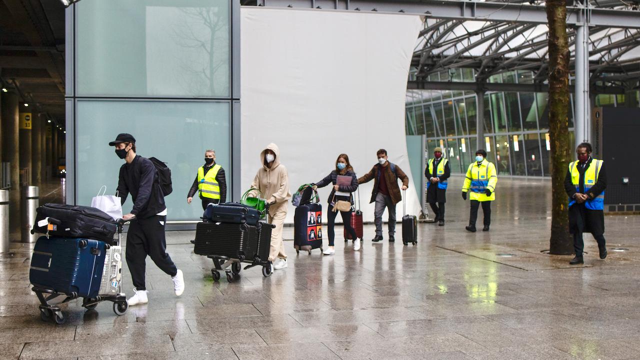 Großbritannien: Hotel-Quarantäne für Reisende aus Hochrisiko-Ländern in Kraft