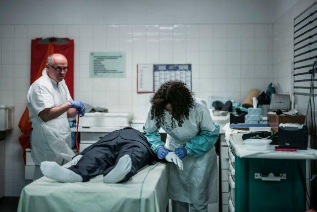 Kaum Obduktionen an Corona-Toten – obwohl Infektionsschutzgesetz sie billigt