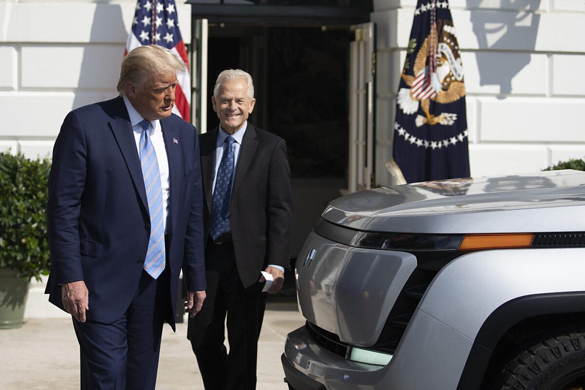 Navarro: DOJ verzögerte Trumps Exekutivanordnungen und beschleunigte Bidens