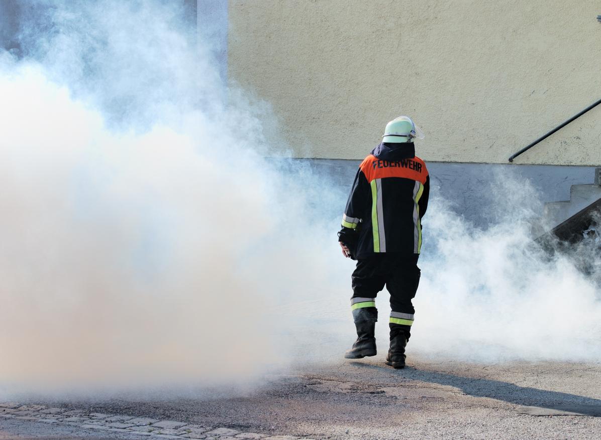 Gefährlicher Großbrand in Berliner Fabrik
