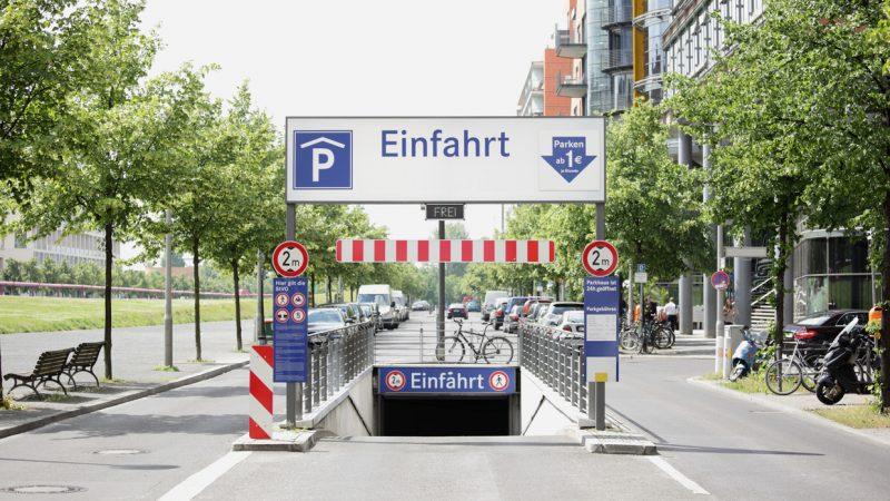 Einfahrt zur Tiefgarage am Potsdamer Platz in Berlin.