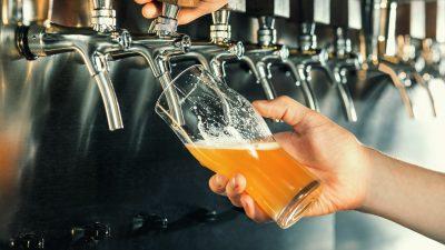 Die bittere Stunde der Brauer: Bier in den Gully schütten