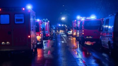 Auto zerreißt in zwei Teile: Drei junge Männer bei mutmaßlichem Autorennen in Berlin getötet