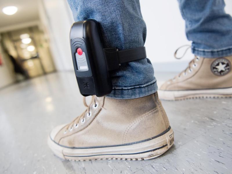 Clan-Mitglied soll trotz elektronischer Fußfessel Gewalttaten verübt haben