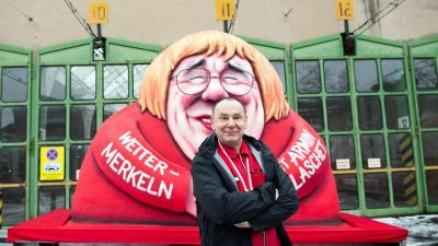 Rosenmontag: Düsseldorfer Karnevalswagen rollen