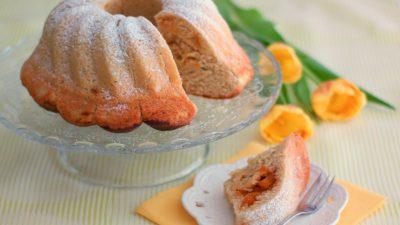 Hefegugelhupf mit Aprikosenfüllung und einer feinen Mandelnote