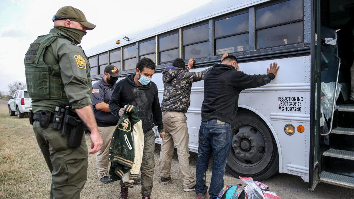 USA: Illegale Einwanderer erhalten 4,38 Milliarden Dollar an Stimulus-Schecks