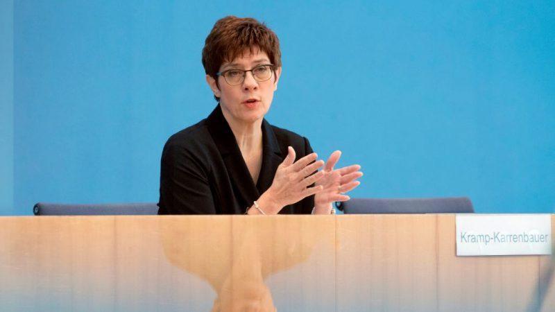 Kramp-Karrenbauer bietet Impfzentren der Bundeswehr 24 Stunden und Rund-um-die-Uhr an