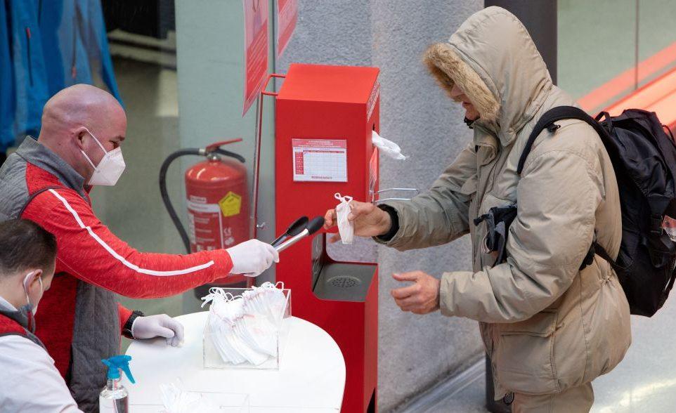 """""""Mit Skianzug ins Freibad"""": Handelsverband in Österreich gegen Testpflicht beim Shoppen"""
