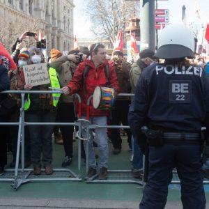 Deutschland, Schweiz, Österreich und Schweden: Demos gegen die Corona-Maßnahmen