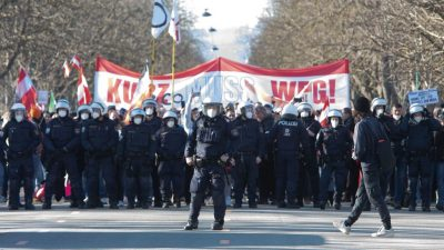"""Proteste in Wien und der Schweiz: """"Kurz muss weg"""" – """"Stopp Diktatur"""" – """"Wir sind das Volk"""""""