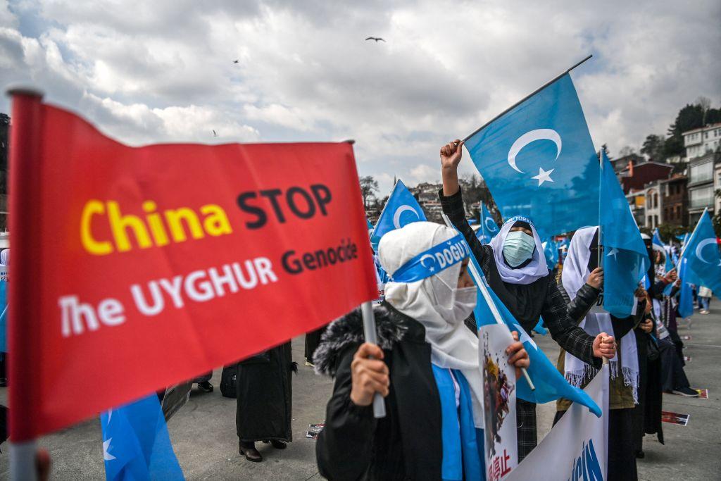 Istanbul: Uigurische Frauen protestieren gegen Chinas Haftlager
