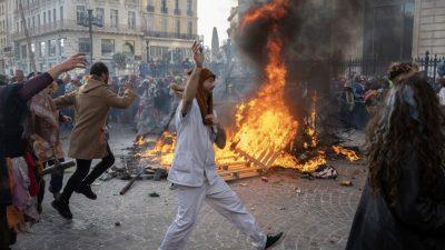 Tausende feiern trotz Corona-Auflagen Karneval in Marseille – Polizei geht gewaltsam gegen Teilnehmer vor