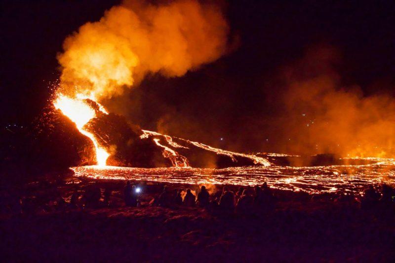 Ein 6000 Jahre ruhender Vulkan bei Reykjavik ausgebrochen – Himmel über Island feuerrot