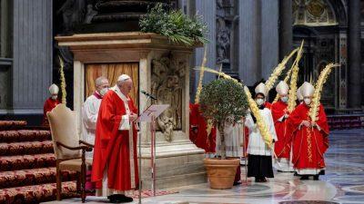 Papst feiert Palmsonntagsmesse mit nur wenigen Gläubigen