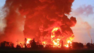Großbrand in indonesischer Öl-Raffinerie