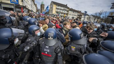 Video: Mehr als 20.000 Teilnehmer bei Demo gegen Corona-Maßnahmen in Kassel