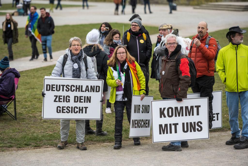 """Mehrheit gegen Verschärfung des Lockdowns, zwei Drittel für Öffnung der Gastronomie – Merkel will """"Notbremse"""""""