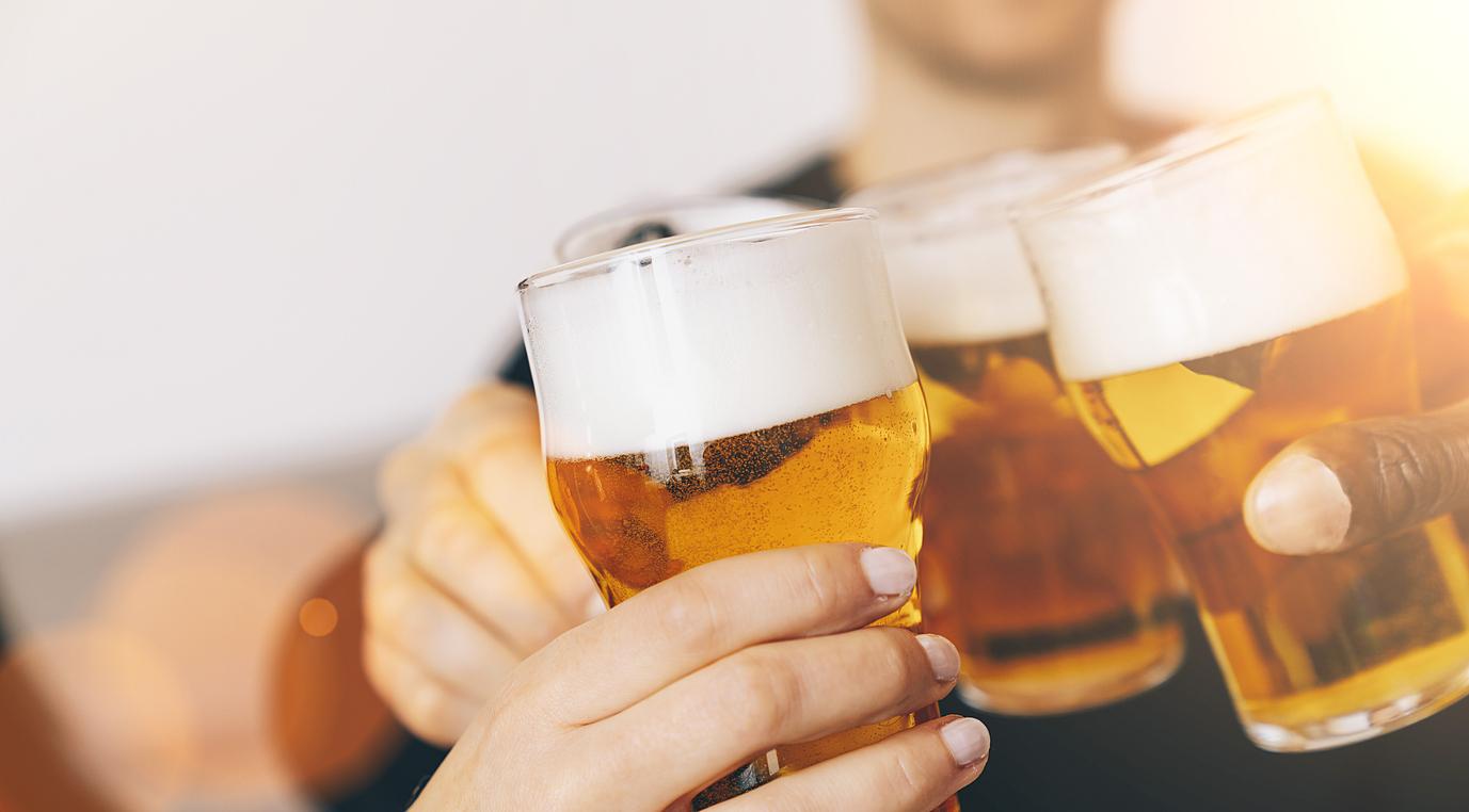 Betriebe müssen Bier loswerden – Freibier statt Gully?
